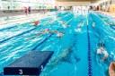 450 nedadors de França i Bèlgica entrenen a la Piscina de Roses per preparar la temporada