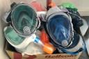Rosincs i rosinques donen màscares de busseig per convertir-les en respiradors