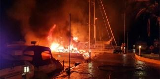 Embarcació cremada a Santa Margarida