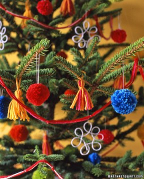 Enfeites de árvore de natal com fios de lã