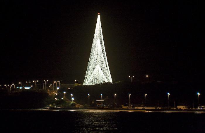 Natal de 2008 na cidade de João Pessoa, árvore vista da Praia do Cabo Branco