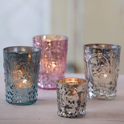 Copos castiçais que emprestam muito requinte à luz das velas