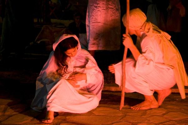 Maria e Jesus recebendo a visita dos Reis Magos