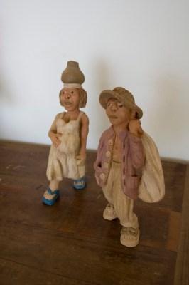 Casal de sertanejos, pecas em argila de Fabio Smtih