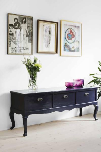 Aparador em estilo Luiz XVI numa decoração moderna