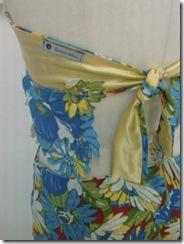 Detalhes das costas do vestido de chita