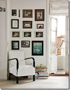 Fotos de família numa pequena parede