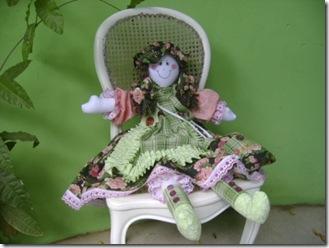 Boneca de Pano de Leila Reis com chapéu