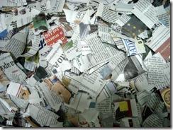 Pique jornal para o papel mache
