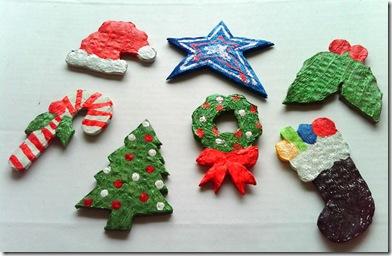 Enfeites de papelao reciclado para a árvore de natal