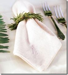 Porta-guardanapo feito com um ramo de alecrim