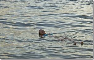 Cris Turek curtindo banho de rio em Acaú