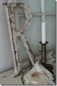 Letra em madeira com pátina provençal
