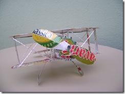 Modelo de avião em reciclagem de alumínio do Estilo Lata