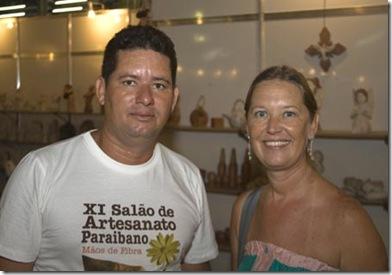 Cris Turek e Lee, o escultor dos anjos de cerâmica