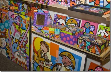 Alguns dos objetos e telas de Karina, sucesso no Salão de João Pessoa