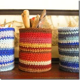 Latinhas recobertas com crochê são uma ótima alternativa de reciclagem