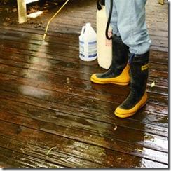 Aplique removedor sobre o deck para retirar cobertura antiga