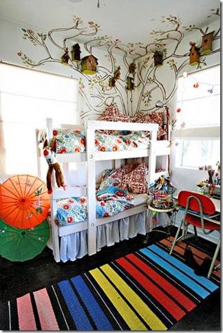 O quarto das crianças fica mágico com as casas de passarinho