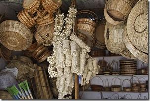 Cestas, cordas, utilitários vendidos nas barracas antigas