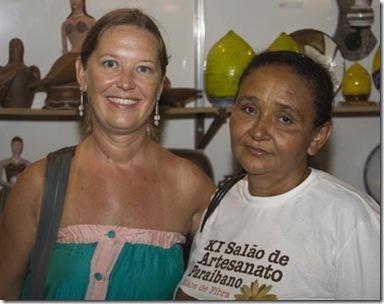 Maria José de Serra Branca com Cris Turek no Salão de Artesanato