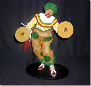 Palhaço tocando pratos, escultura em massa epoxi