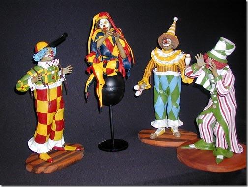 Palhaços e clowns em massa epoxi, de João Godinho