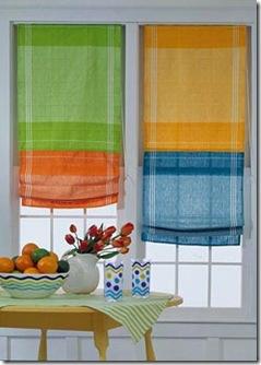 Detalhe alegre nas cores vivas da cortina