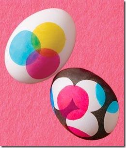 Decore os ovos de galinha pintando com canetinhas hidrocor