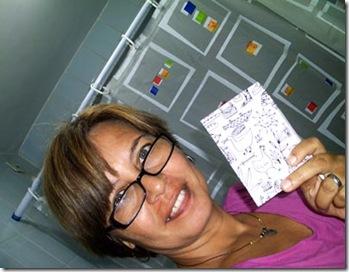 Rita de Cassia com sua agenda de bolsa