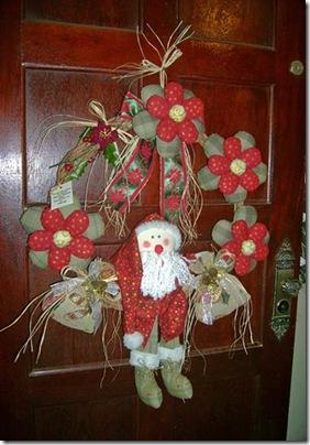 Guirlanda de Leila Reis, com flores de fuxico com enchimento