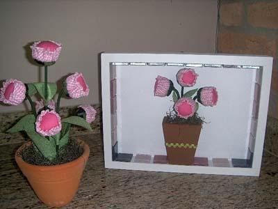 Flor de fuxico com enchimento aplicada de duas formas diferentes