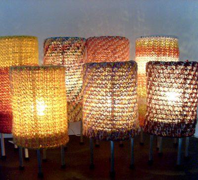 Luminárias de mesa tecidas no tear de pregos