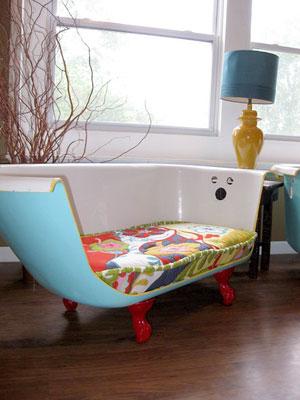 Banheira cortada ao meio se torna em charmoso sofá