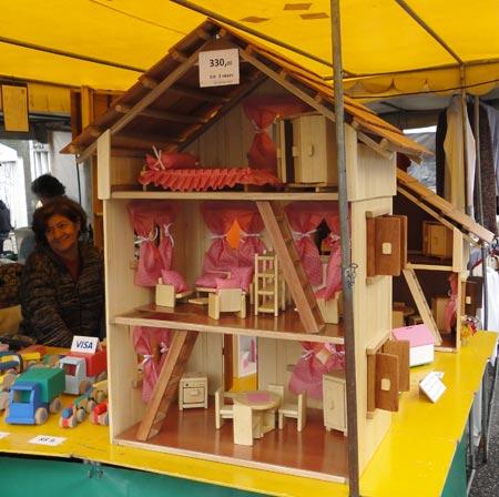 Casa de bonecas completa com móveis e detalhes e decoração