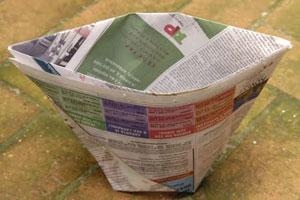 O saco antes de encaixar na lixeira, origami