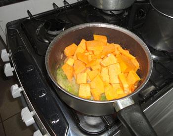 Cozinhe a abóbora com os temperos