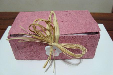 Caixa de presente feita a partir de embalagem tetrapack