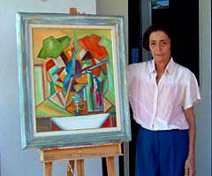 Meirel Barbi ao lado de uma de suas obras