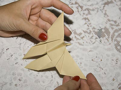 Borboleta de papel feita com a técnica do origami
