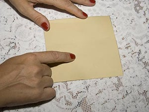 Corte um quadrado de papel