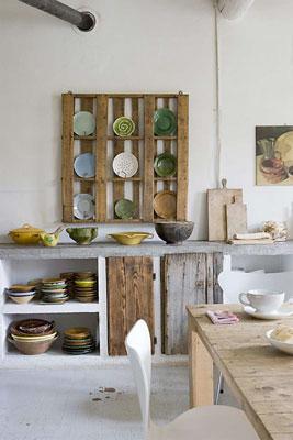 Porta-pratos de pallet na cozinha