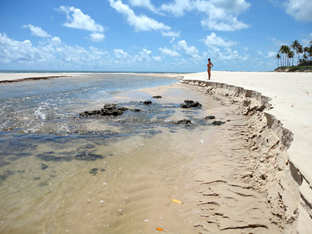 Rio Garaú dividindo as praias Garaú e Bela