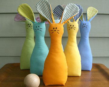 Jogo de boliche com coelhos de tecido, uma páscoa divertida
