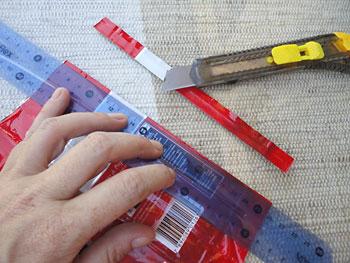 Abra a embalagem e corte a outra tira lacrada