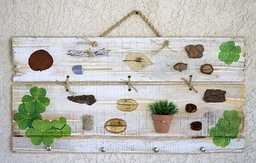 Porta-chaves com madeira reciclada e acabamento em pátina provençal