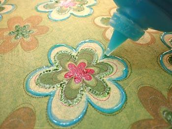Aplique tinta dimensional em alguns detalhes