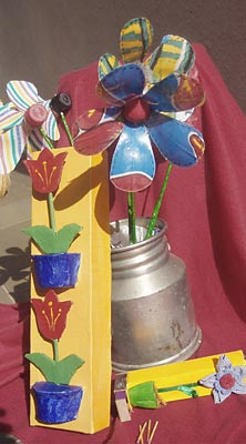 Flores de garrafa pet coloridas para decorar