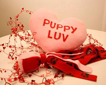 Almofada em formato de coração é dia de presente para o dia dos namorados