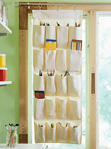 A sapateira vira porta objetos e cortina ao mesmo tempo